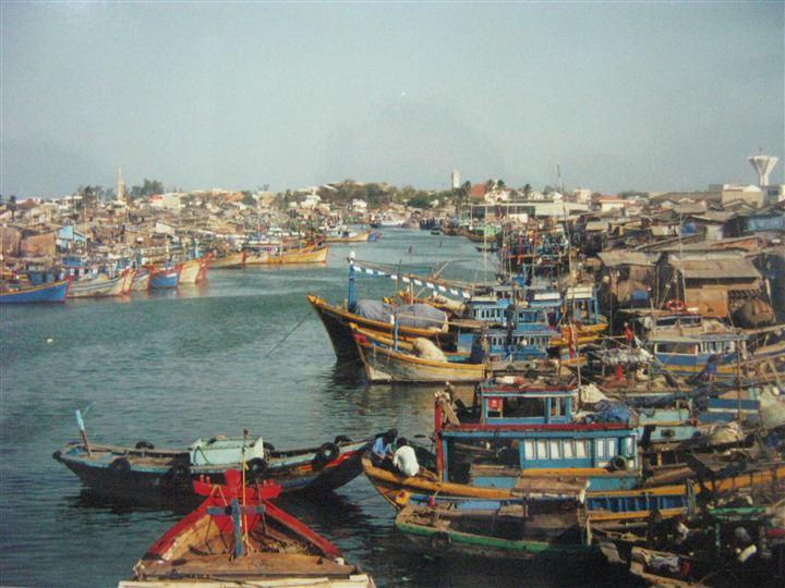 Một góc cảng đảo Phú Quý
